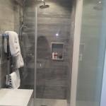resguardo moderno de vidro para duche